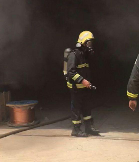 مدني الأفلاج يُخمد حريقاً اندلع بمستودع شركة الكهرباء