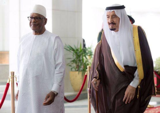 بالصور : الشيخ محمد آل زنان يحضر حفل استقبال رئيس جمهورية مالي بالديوان الملكي