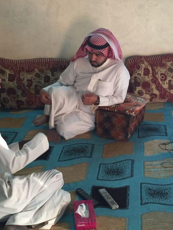 صور : رجل ووالدته المسنة يناشدونكم