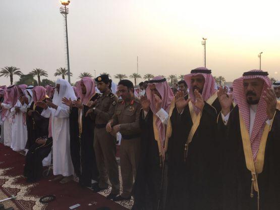المزروع يتقدم المصلين في صلاة عيد الفطر المبارك