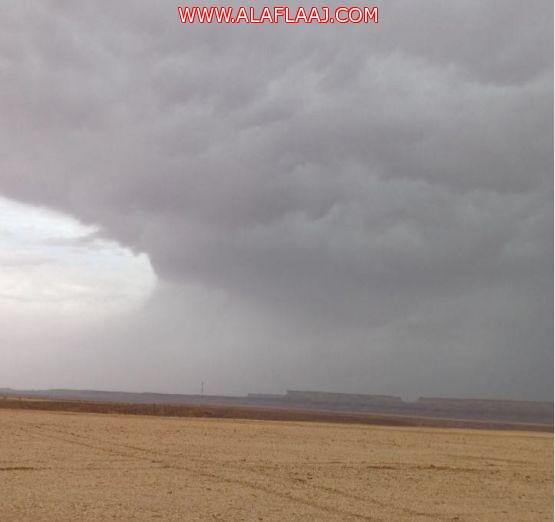بالصور : أمطار صباح اليوم على عدد من مراكز الأفلاج