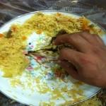 مواطن يتفاجأ بدم في كبسة أرز بمطعم بالأفلاج