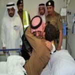 محمد بن نايف يعانق رجال الأمن