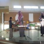 بالصور .. ابتدئية الفيصلية تكرم طلابها المتفوقين والمثاليين بالهدايا النقدية والرحلات الترفيهية