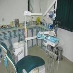 إهمال طبيب أسنان يؤدي إلى نسيان قطعة ( شاش ) داخل لثة مراجع !!