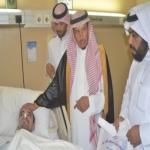 محافظ الأفلاج يعايد المرضى المنومين