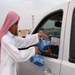 مكتب تعاوني البديع يوزع هدايا العيد على المسافرين بالتعاون مع فريق بالتطوع سعادتي بمركز البديع