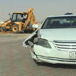 حفرة تتسبب في حادث مروري لمركبة في الأفلاج