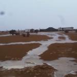 اﻷجواء الممطرة والسيول تجذب المتنزهين في اﻷفلاج