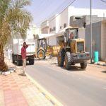 بلدية الأفلاج تقوم بحملة إزالة المخلفات وتركب شاشات إلكترونية متطورة