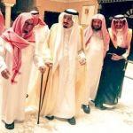 بالصور.. الملك سلمان يزور الشيخ الشثري بمنزله للاطمئنان على صحته