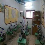 معلم في اﻷفلاج يختتم عامه الدراسي بتوزيع دراجات هوائية على طلاب الصف اﻷول ابتدائي