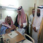 بالصور : محافظ الأفلاج يعايد المرضى المنومين
