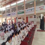 مدارس الأفلاج تبدأ يومها الدراسي بصلاة الاستسقاء