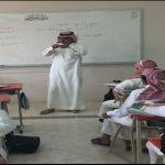 معلم يقطع إجازته المرضية في الأفلاج لإكمال خطته التعليمية
