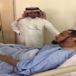 محافظ الأفلاج يزور الشيخ عبدالعزيز المفلح بمستشفى الأفلاج العام