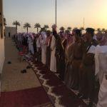بالصور محافظ الأفلاج يتقدم المصلين لصلاة عيد الفطر المبارك