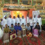 مدرسة في الأفلاج تحتفل  بإسلام عاملين من عمالتها الآسيوية