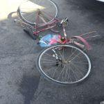 وفاة مقيم آسيوي في حادث مركبة ودراجة بالطريق العام