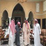 بالصور.. الملك يزور الشيخ ناصر الشثري في منزله.. عزاء واطمئنان