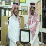 مبادرة تربوية تدفع رئيس مركز فيصلية الأفلاج لتكريم قائد مدرسة ومعلميها