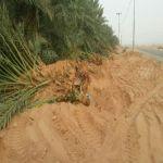 بالصور : لجنة تعديات الأفلاج تزيل أحداث طريق الجويفا