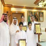 بالصور : الزايد يكرّم طالبَي المركز الأول والثاني على مستوى المملكة في اختبار التسريع