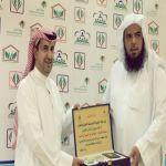 لجنة تنمية الأفلاج تكرّم الزميل آل دحيم لدوره الإعلامي في المبادرات الاجتماعية