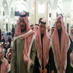 بالصور : أصحاب السمو الأمراء يؤدون الصلاة على فقيد آل دحيم