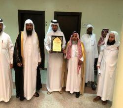 """محكمة الأفلاج تودع """"شافي العجالين"""" في حفل خاص بمناسبة تقاعده"""
