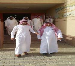 """بالصور : محافظ الأفلاج يشارك طلاب ابن كثير في اليوم المفتوح """" الهمّة"""""""