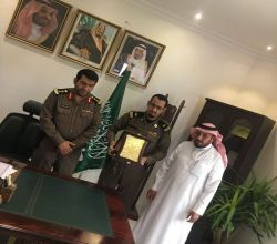 التعليم تُكرم  رئيس رقباء عبدالعزيز آل عمار