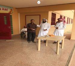 في مبادرة إنسانية متوسطة الفيصلية تكّرم عامل لجهوده وتثمّن لسائق أحد طلابها إخلاصه