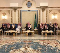 الشيخ راشد آل رشود يقيم مأدبة عشاء للرئيس العام للهيئات