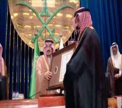 أمير الرياض يكرم آل زنان والقرون