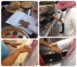 بالصور : بلدية الأفلاج تنظم حملة تفتيشية على المحلات التجارية والحلويات والمطاعم