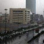 (امتلأت أنفاق في شمال الرياض)عاصفة ماطرة تضرب العاصمة السعودية.. والدفاع المدني يحذّر