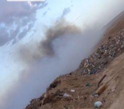 مجهولون يضرمون النيران في مرمى النفايات