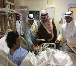 بالصور :  محافظ الأفلاج  مرضى المستشفى بعيد الفطر
