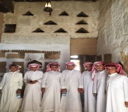 طلاب مدرسة النايفية في زيارة للأماكن الأثرية بالمحافظة