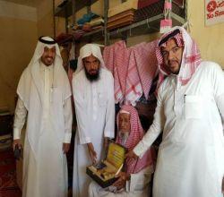 بالصور : لجنة تنمية الأفلاج تكرّم أقدم باعة سعوديين