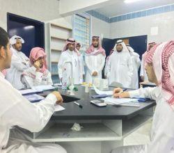 محافظ الأفلاج يزور ثانوية ليلى  ويلتقي مدير التعليم ومساعديه