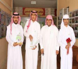 فريق بناء التطوعي : يكرم أقدم المعلمين في المحافظة .