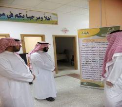 الدكتور عبدالعزيز الشثري يزور مركز الإرشاد الأُسَري