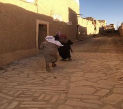 """للإطلاع على تاريخ الأفلاج التراثي طلاب """"متوسطة الفيصلية"""" بقرية العمار"""