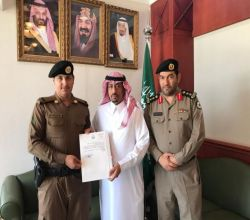 أمير الرياض يكرّم رجل أمن في الأفلاج انقذ طفل من الحريق