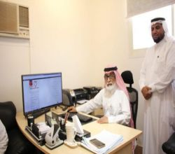 بالصور..مدير مستشفى الأفلاج يدشّن الخدمة الإلكترونية لتقديم طلب الرعاية الصحية