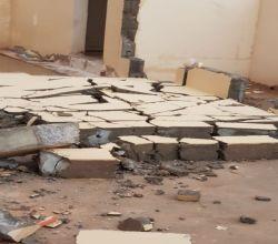 بالصور : أمطار مصحوبة برياح شديدة تحطم جدار منزل بالبديع