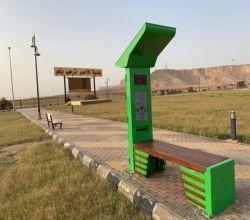 شاهد : لأول مرة على مستوى الافلاج بلدية الأحمر تقدم  الكرسي الذكي لزوار الحديقة