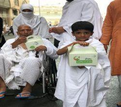 """بالصور : """"إخاء"""" التطوعي في الأفلاج يوزع 1200 وجبة إفطار بالحرم المكي"""